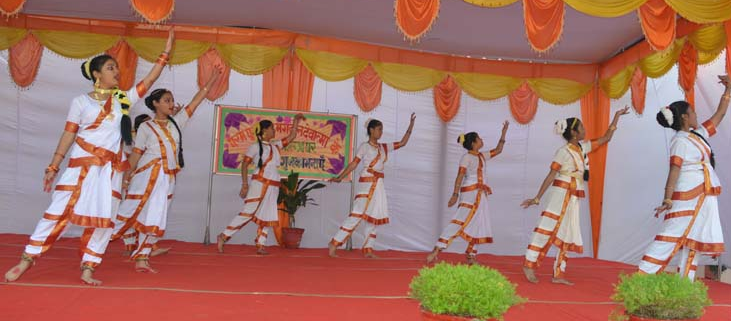 bete bacho group dance